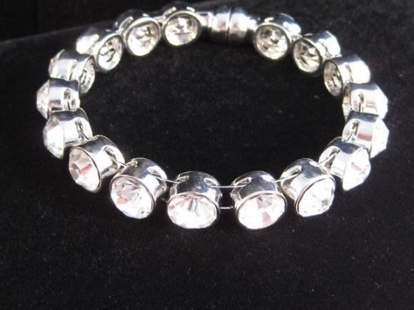 clear_crystal_bracelet.jpeg.JPG