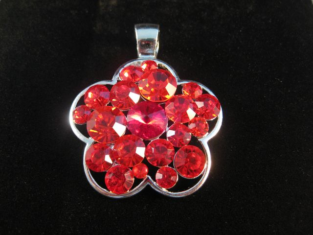 red_daisy_pendant.jpeg